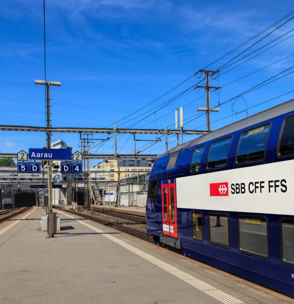 Schweizerische Bundesbahnen SBB Zug am Bahnsteig des Bahnhofs Aarau – Foto
