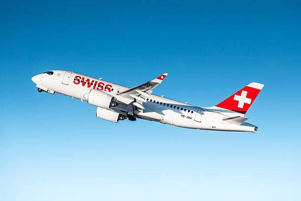 swiss international air lines bombardier cseries cs100 - steuerungstechnik stock-fotos und bilder