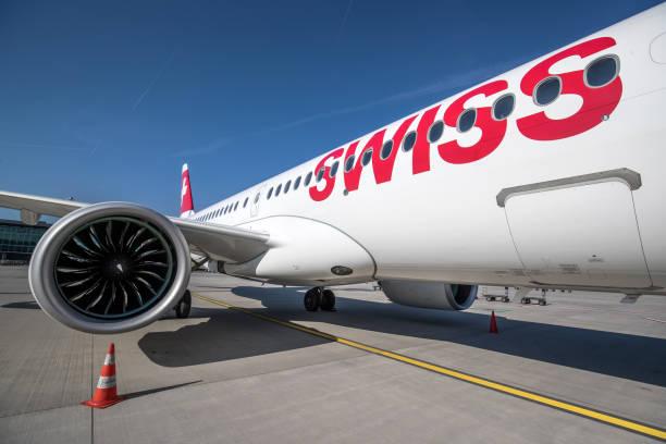 swiss international air lines - steuerungstechnik stock-fotos und bilder