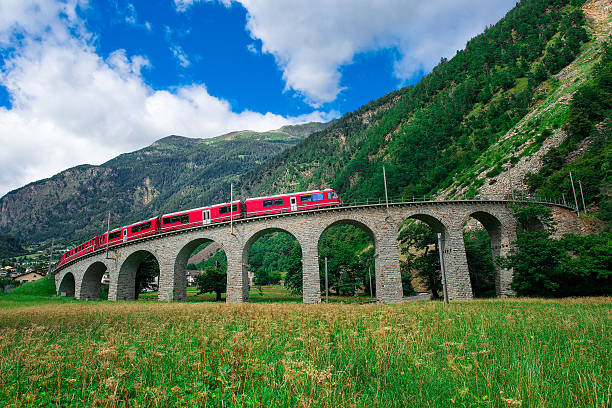 Swiss mountain train Bernina Express Cross the bridge – Foto