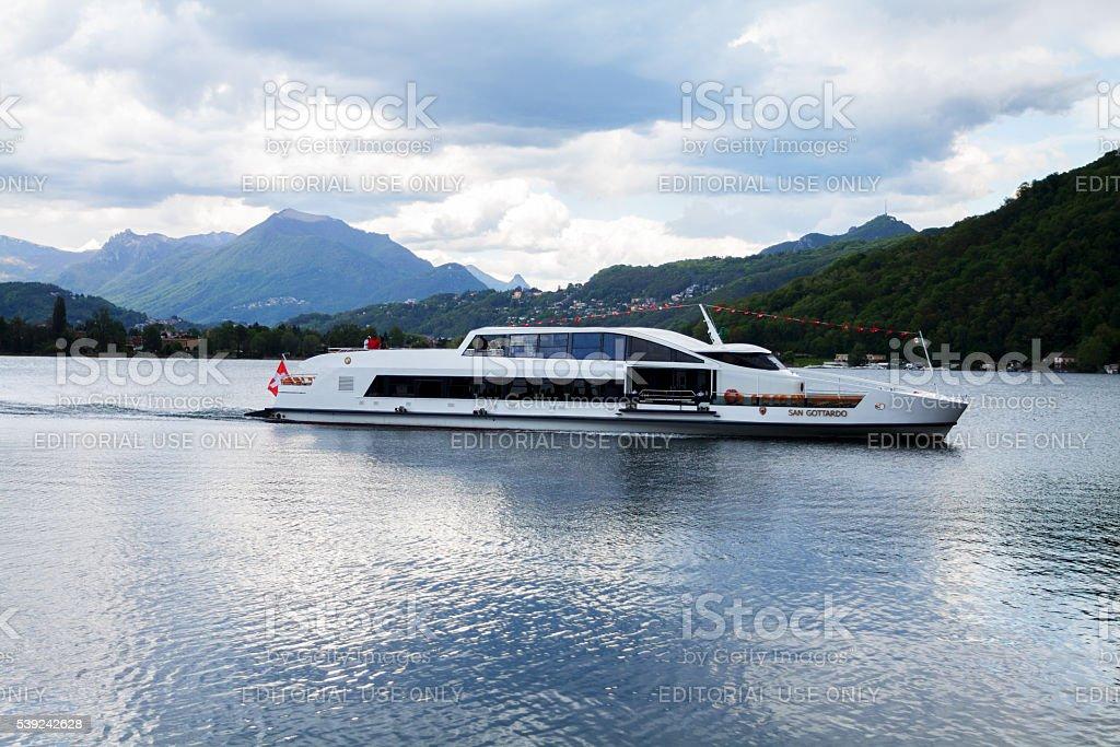 Suiza barco turístico San Gottardo en el lago Lugano foto de stock libre de derechos