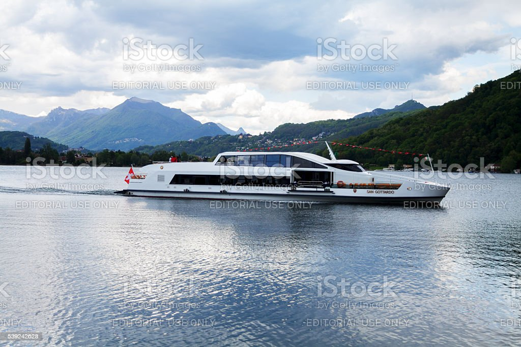 Suíço barco de turismo San Gottardo no Lago Lugano foto royalty-free
