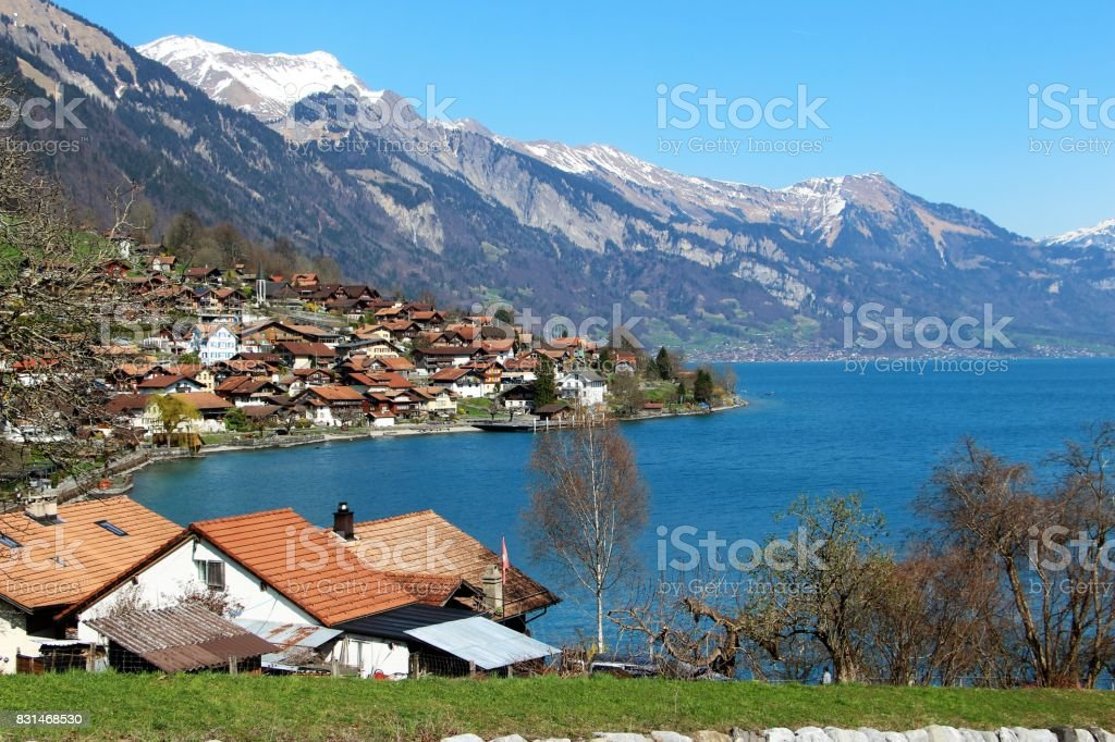 suisse, lac de Brienz - village de rinngenberg stock photo
