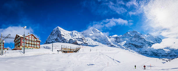 switzerland skiers enjoying snow kleine scheidegg winter ski resort alps - hotel bern stock-fotos und bilder