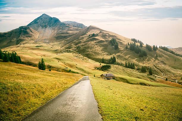 Schweiz kleines Land Straße in die Berge – Foto