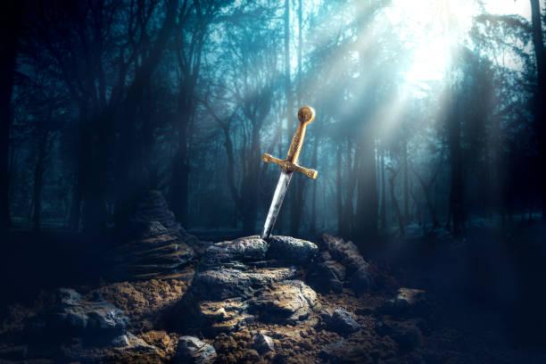 taş kılıç excalibur - ortaçağ stok fotoğraflar ve resimler