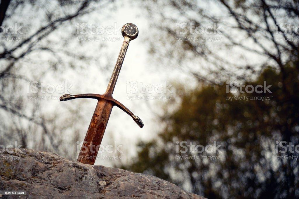 Sword in the Stone - Zbiór zdjęć royalty-free (Bez ludzi)