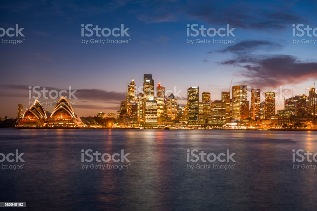Sydney, Australia -November 30, 2015: Sydney Opera House in Darling Harbour, adjacent to the city center and also a recreational place in Sydney central business district. 免版稅 stock photo