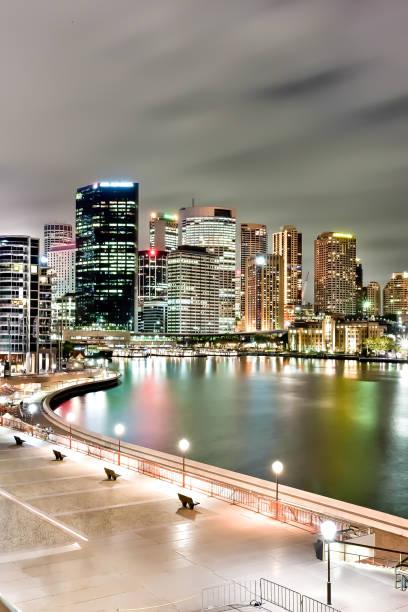 Sydney Stadt und der Fluss mit Lichtern auf Gebäuden – Foto
