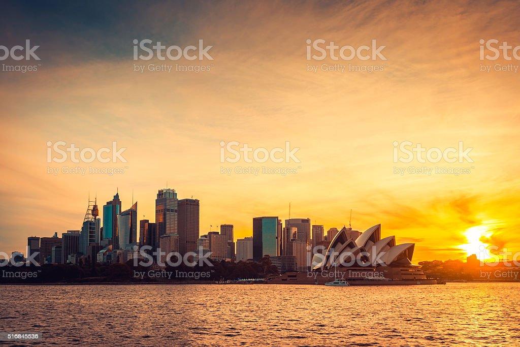 日没にシドニーの街の眺め ストックフォト