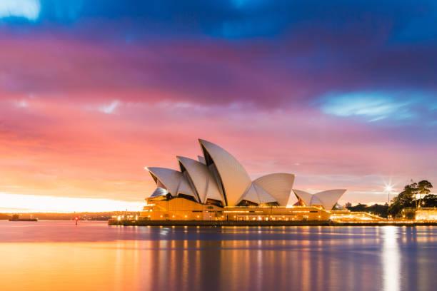 シドニーオペラハウスの夜明け - オペラ ストックフォトと画像