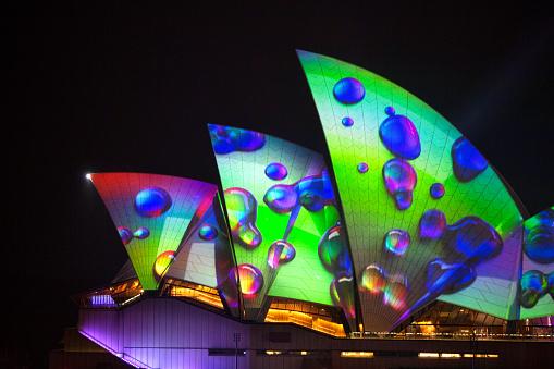Sydney Opera House Sails With Vivid Imagery From 2018 - zdjęcia stockowe i więcej obrazów Architektura