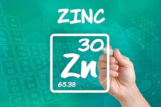 symbol for the chemical element zinc - spoorelement stockfoto's en -beelden