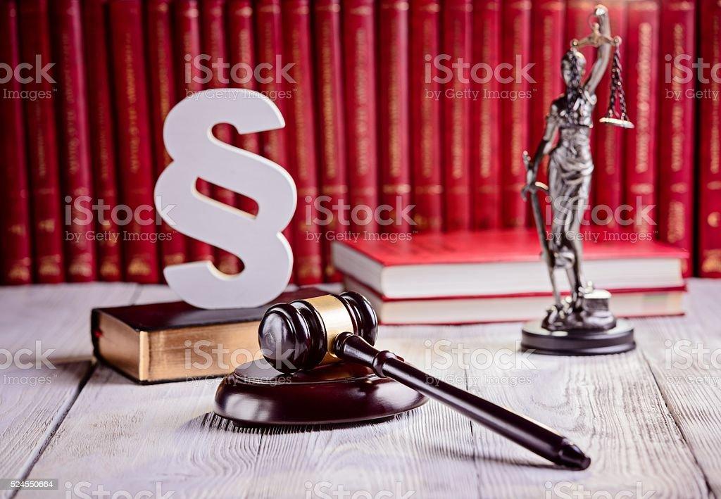 Symbole des Rechts in court-Bibliothek. – Foto
