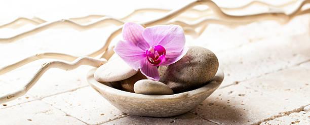 symbole der reinheit mit steine und kiesel in cup - steingut geschirr stock-fotos und bilder