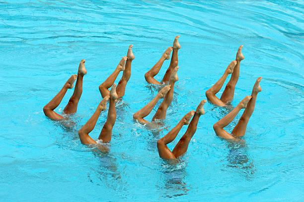 synchronschwimmen - koordination stock-fotos und bilder