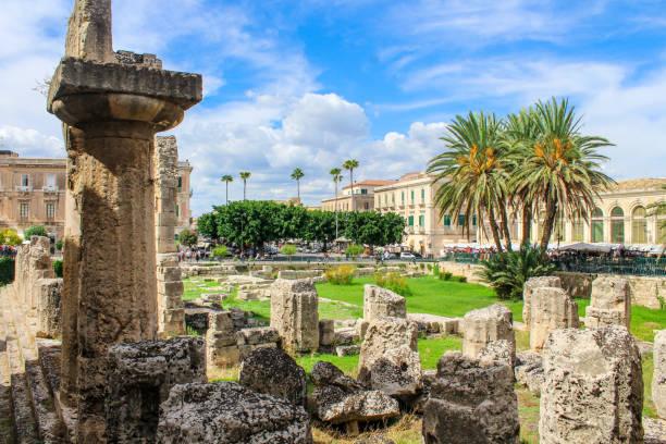 syrakus ruinen, sizilien, italien - syrakus stock-fotos und bilder
