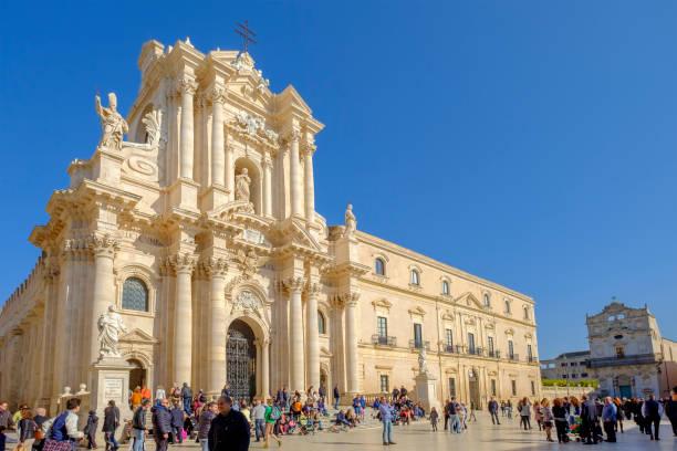 syrakus, die kathedrale (sizilien, italien) - syrakus stock-fotos und bilder