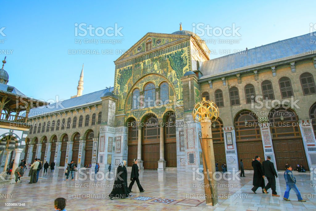 Syria Before The War Worshippers In The Main Courtyard Of The