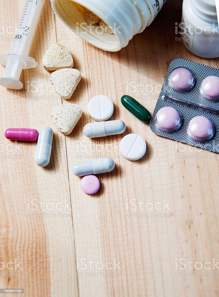 Syringe and medications pills drug – Foto