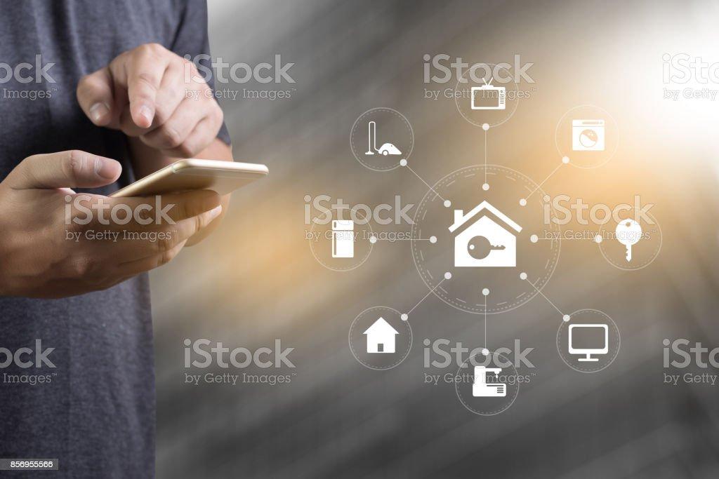 System-app Remote Haussteuerung System auf Telefon-Immobilien-Konzept – Foto