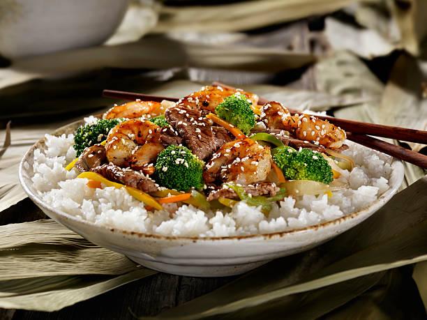 Carne de res y los camarones Szechuan Stirfry - foto de stock