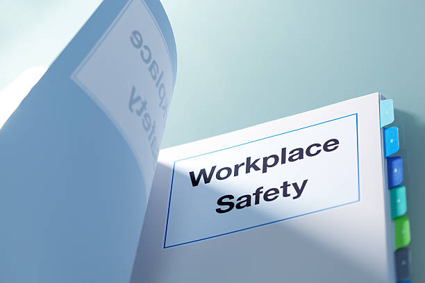 "tabbed manual titled ""workplace safety"" - arbeidsveiligheid stockfoto's en -beelden"