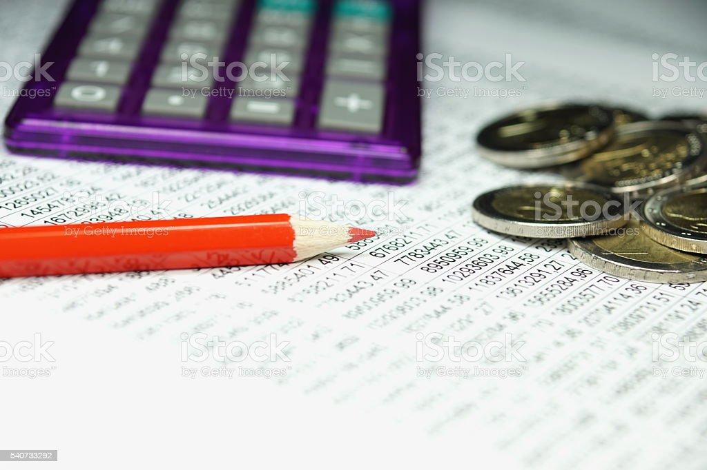 Tabellenkalkulation und Münzen stock photo