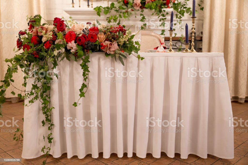 Table Decor For Wedding Ceremony Table Setting Flowers Red And White