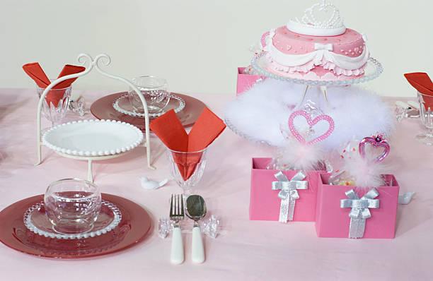 tischdekoration für princess - prinzessinnen torte stock-fotos und bilder