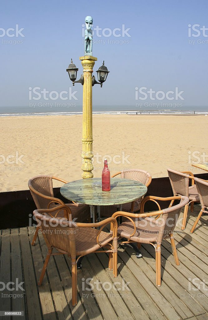 Mesa para cuatro personas en la playa foto de stock libre de derechos