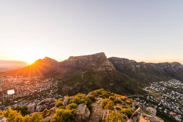 table mountain sunrise - table mountain south africa stock pictures, royalty-free photos & images