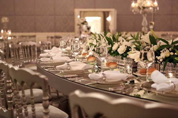 table setting at a luxury wedding reception - sala balowa zdjęcia i obrazy z banku zdjęć