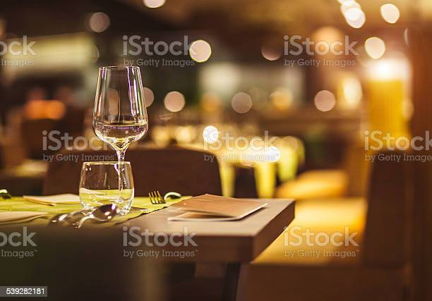 Table setting picture id539282181?b=1&k=6&m=539282181&s=612x612&h=fe1x1pogahytuwrcjth8fzjqk04lyihg rxba1 0xvc=