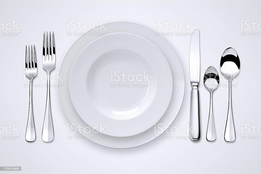Table dressée avec des contours de détourage - Photo