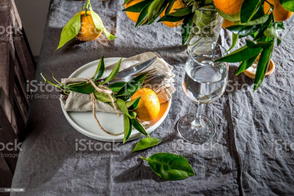 Tischdekoration Mit Weißen Teller Besteck Bettwäsche Serviette Und