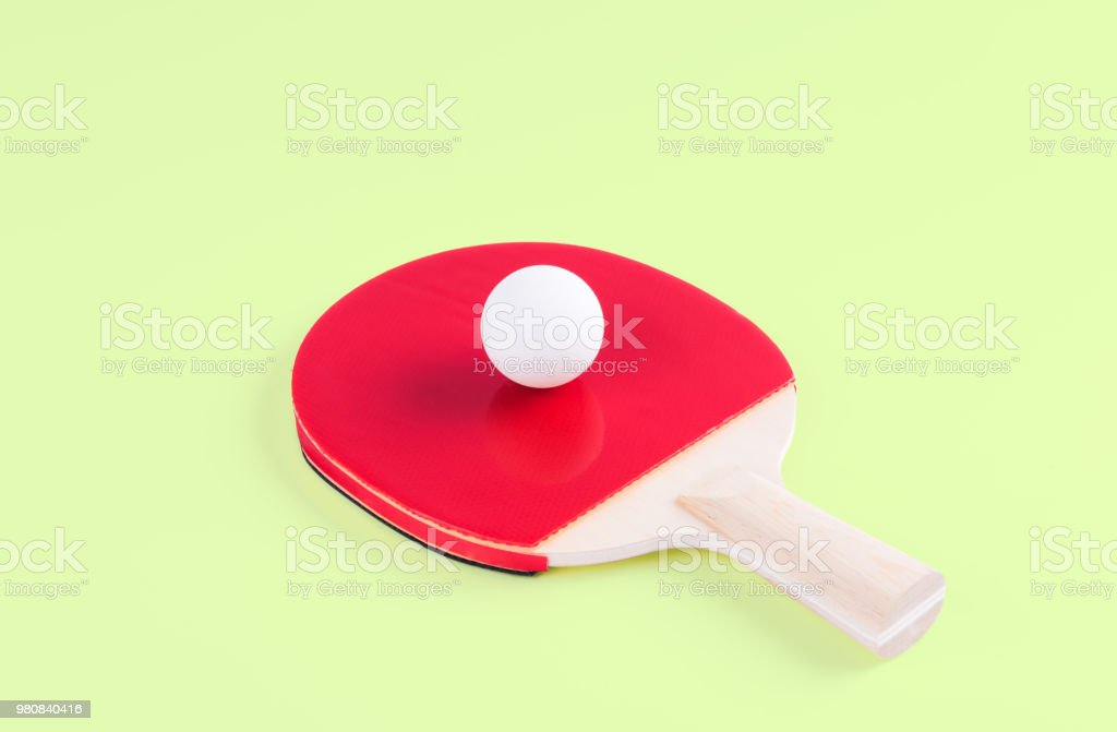 06cb3b31a Foto de Raquete De Tênis De Mesa E Ping Pong Bola e mais fotos de ...