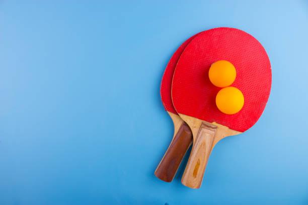 table tennis rackets and balls - rakietka do tenisa stołowego zdjęcia i obrazy z banku zdjęć
