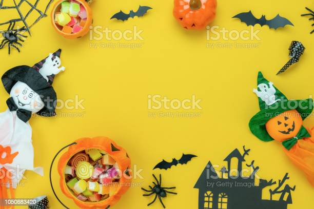 Table top view aerial image of decoration happy halloween day lay picture id1050683420?b=1&k=6&m=1050683420&s=612x612&h=644lieursqpbcyyt tuqntmvjd98rhzkcc3k091ub2w=