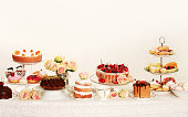 テーブルとケーキ