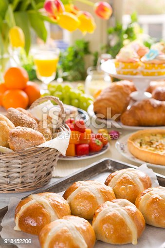 istock Table with delicatessen ready for Easter brunch 918452206