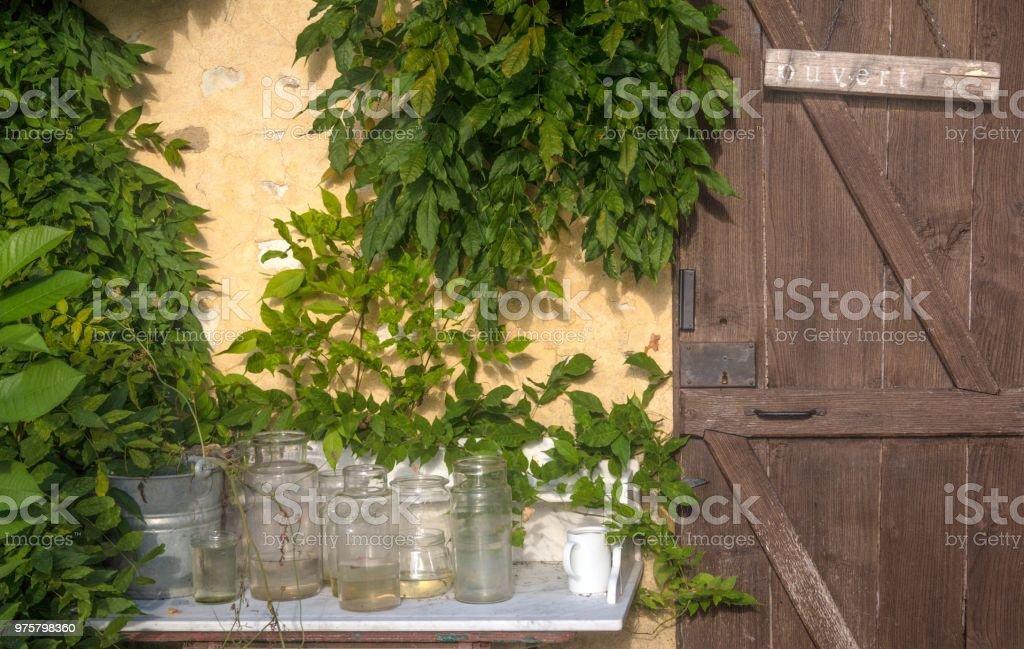Tisch mit Gläsern - Lizenzfrei Architektur Stock-Foto