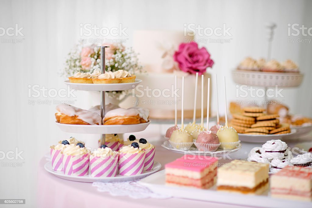 Table with loads of cakes, cupcakes, cookies and cakepops. - foto de acervo