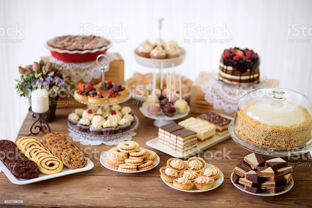 Table with various cookies, tarts, cakes, cupcakes and cakepops - foto de stock