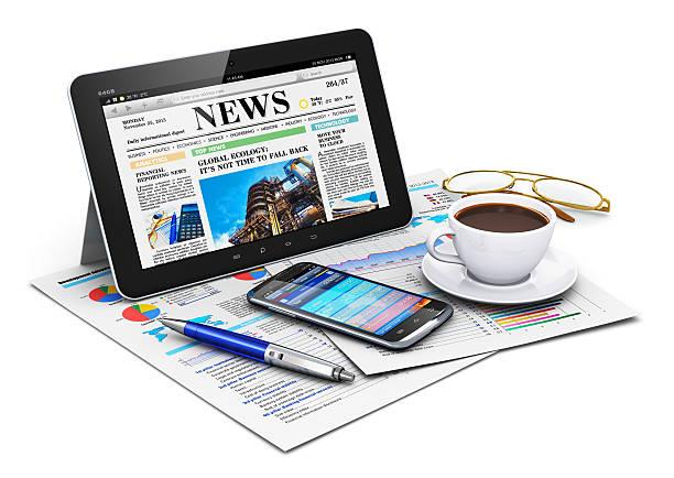 tablet pc und business objects - www kaffee oder tee stock-fotos und bilder