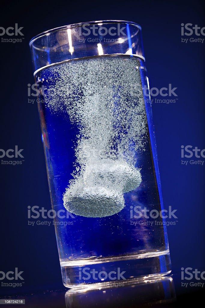 Tablet im Wasser Glas – Foto