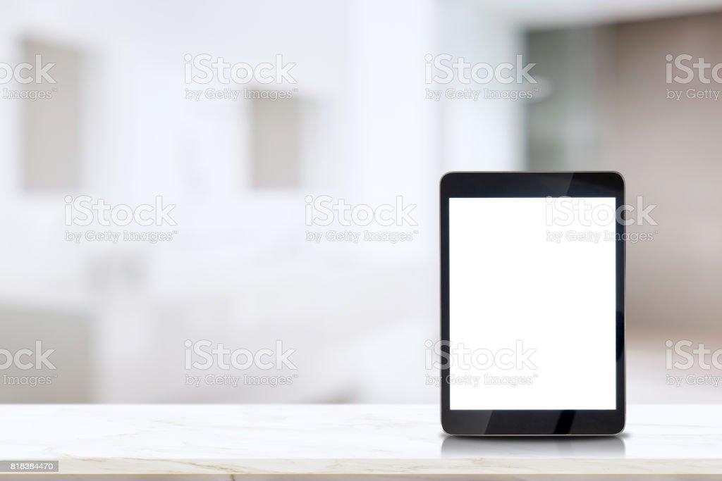 平板電腦在浴室的頂級大理石櫃檯。圖像檔