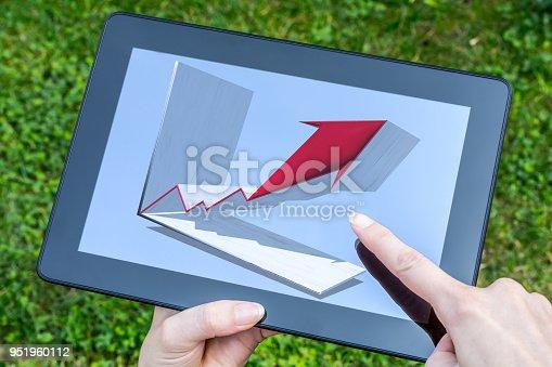 istock Tablet with arrow diagram 951960112