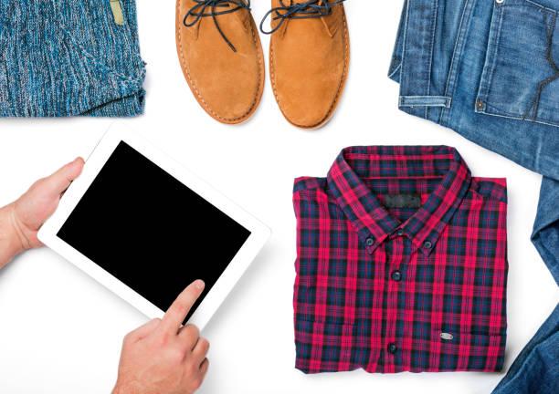 tableta con espacio de copia sobre fondo blanco con collage de ropa otoño hombres - set deportivo fotografías e imágenes de stock