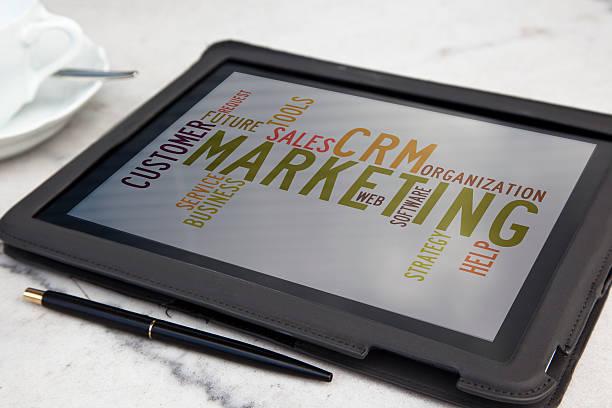 Tablette avec marketing word cloud CRM - Photo